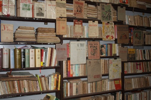 Ta Thu Phong's collection of vintage books and magazines  - ảnh 2