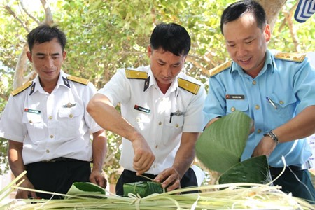 Tet celebration on Truong Sa island district     - ảnh 1