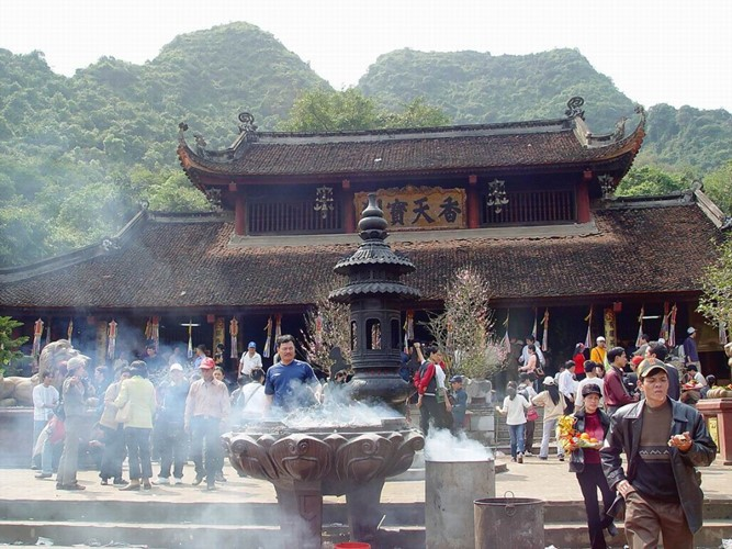 Spiritual tourism attracts tourists     - ảnh 1