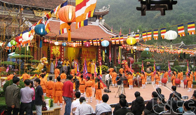 Spiritual tourism attracts tourists     - ảnh 2