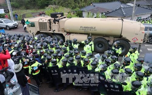 US delivers THAAD parts to deployment site in South Korea - ảnh 1