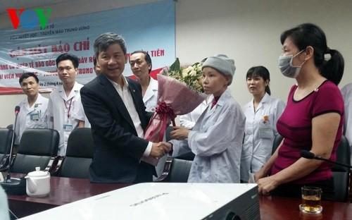 Professor honored twice by Vietnam Glory program  - ảnh 2