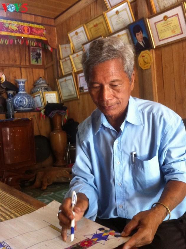 Village elder Bh'riu Po dedicated to Co Tu culture - ảnh 1