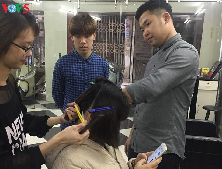 Mute barber inspires people with disabilities - ảnh 1