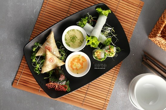 """""""Pho cuon"""" - Fresh rice paper rolls with stir fried beef and herbs  - ảnh 2"""