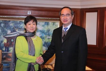 Mít tinh kỷ niệm 65 năm Ngày thiết lập quan hệ ngoại giao Việt Nam-Trung Quốc - ảnh 1