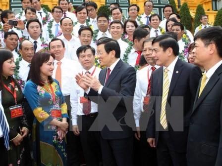 Chủ tịch nước Trương Tấn Sang gặp mặt người lao động tiêu biển ngành dầu khí - ảnh 1