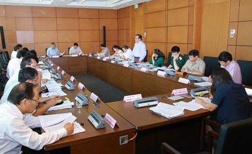 Quốc hội thảo luận ở tổ về Dự án Luật Phí và lệ phí  - ảnh 1