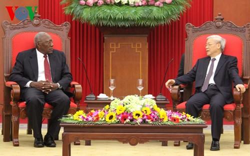 Lãnh đạo cấp cao Đảng, Nhà nước Việt Nam tiếp Đoàn đại biểu cấp cao Đảng Cộng sản Cuba - ảnh 1