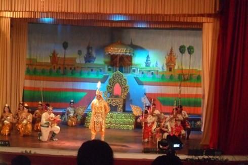 Đoàn Nghệ thuật Khmer Ánh Bình Minh đến giao lưu ở Campuchia - ảnh 1