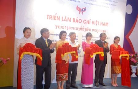 Khai mạc Triển lãm báo chí Việt Nam 2016  tại Lào - ảnh 1