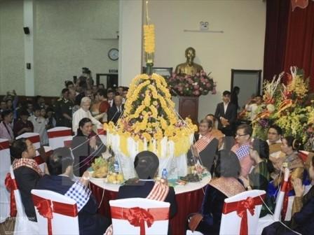 Đón Tết cổ truyền Bunpimay của Lào tại Hà Nội - ảnh 1