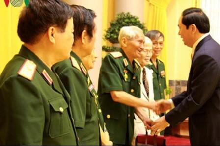 Chủ tịch nước gặp mặt Ban liên lạc cựu quân tình nguyện và chuyên gia quân sự Việt Nam tại Lào - ảnh 1