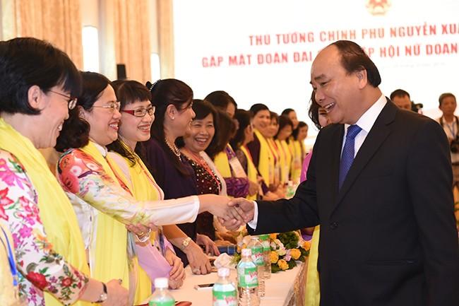 Thủ tướng gặp mặt đoàn đại biểu Hiệp hội nữ doanh nhân Việt Nam - ảnh 1