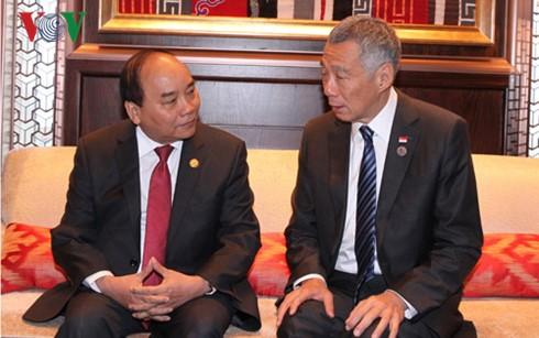 Thủ tướng Nguyễn Xuân Phúc tiếp xúc song phương bên lề Hội nghị Cấp cao ASEM 11  - ảnh 2