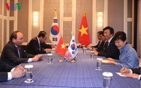 Thủ tướng Nguyễn Xuân Phúc tiếp xúc song phương bên lề Hội nghị Cấp cao ASEM 11  - ảnh 3