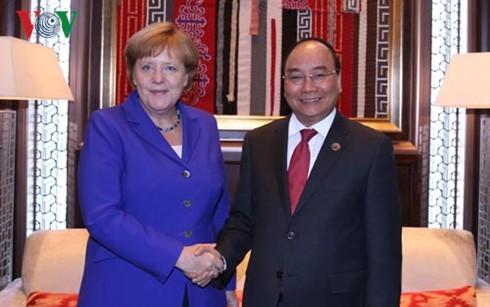 Thủ tướng Nguyễn Xuân Phúc tiếp xúc song phương bên lề Hội nghị Cấp cao ASEM 11  - ảnh 4