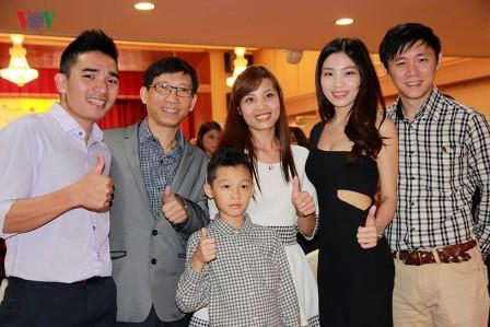Bà con người Việt tại Đài Loan vui