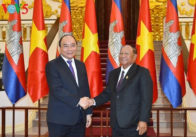 Thủ tướng Nguyễn Xuân Phúc tiếp Chủ tịch Quốc hội Vương quốc Campuchia Samdech Heng Samrin - ảnh 1