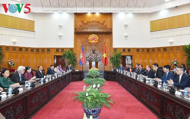 Thủ tướng Nguyễn Xuân Phúc tiếp Chủ tịch Quốc hội Vương quốc Campuchia Samdech Heng Samrin - ảnh 2