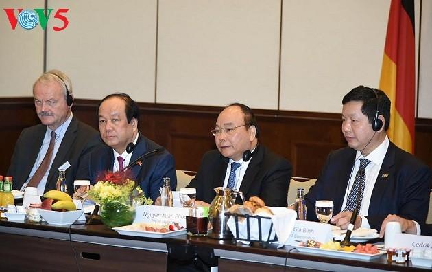 Thủ tướng Nguyễn Xuân Phúc đối thoại với các nhà đầu tư hàng đầu của Đức             - ảnh 2