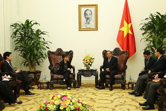 Phó Thủ tướng Thường trực Chính phủ Trương Hòa Bình tiếp Đại sứ Singapore tại Việt Nam  - ảnh 1