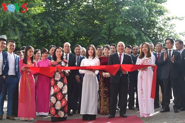 Thủ tướng Nguyễn Xuân Phúc gặp gỡ cộng đồng người Việt tại Hà Lan - ảnh 2