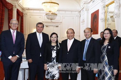 Thủ tướng Nguyễn Xuân Phúc tiếp lãnh đạo một số hiệp hội và tập đoàn kinh tế tại Hà Lan - ảnh 3