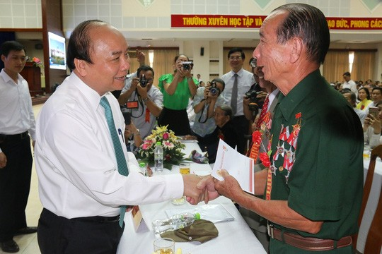 Thủ tướng dự Hội nghị biểu dương người có công với cách mạng tiêu biểu tỉnh Quảng Nam - ảnh 1