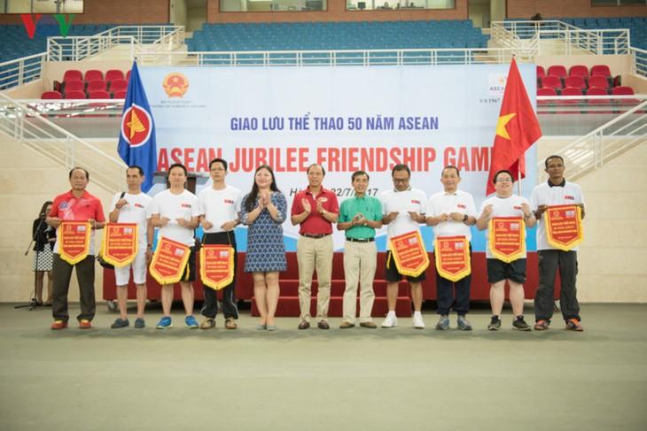 Giao lưu thể thao các đại sứ quán ASEAN tại Hà Nội - ảnh 1