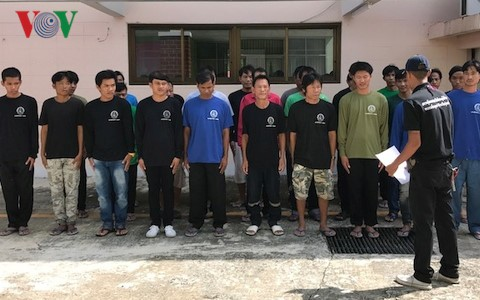 Thái Lan bàn giao 27 ngư dân Việt Nam - ảnh 2