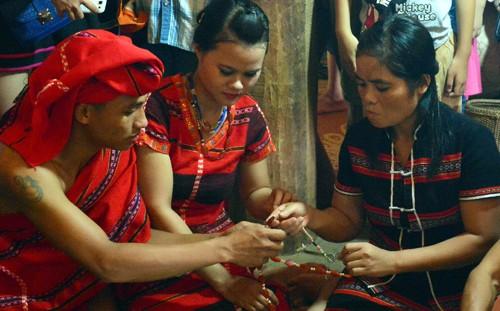 Những nghi thức độc đáo trong đám cưới  của người Pa kô - ảnh 2