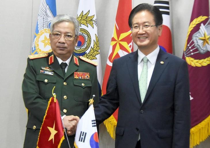 Việt Nam kiên quyết bảo vệ chủ quyền trên Biển Đông trên cơ sở luật pháp quốc tế đã quy định - ảnh 1