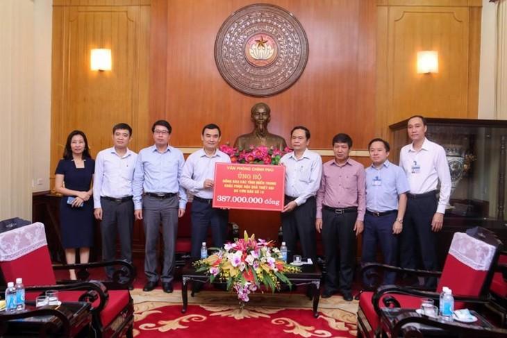 Ủy ban Trung ương MTTQ Việt Nam tiếp nhận ủng hộ thiệt hại do bão Doksuri - ảnh 2