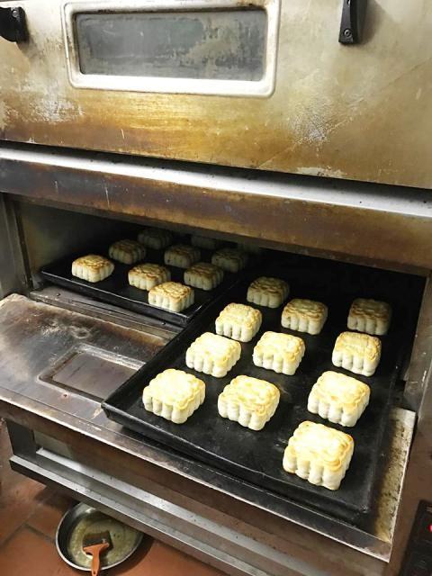 Tìm về hương vị truyền thống của bánh Trung thu Hà Thành - ảnh 5