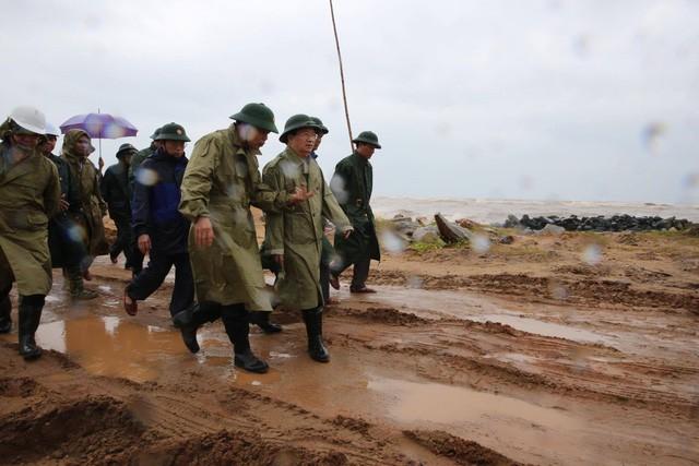 Phó Thủ tướng Trịnh Đình Dũng chỉ đạo công tác phòng chống bão Damreytại Phú Yên - ảnh 1