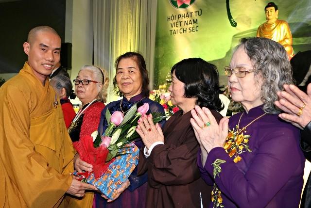 Xuân an vui đoàn kết, đầm ấm của bà con Phật tử người Việt tại Cộng hòa Czech - ảnh 3