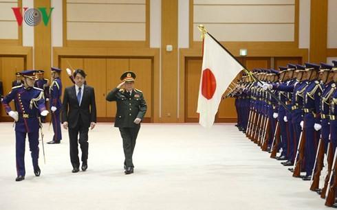 Việt Nam và Nhật Bản ký Tuyên bố Tầm nhìn chung về hợp tác Quốc phòng - ảnh 2