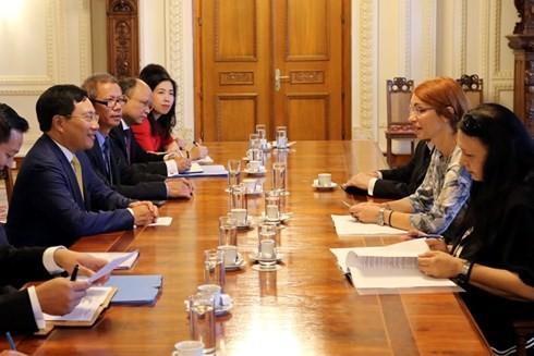 Phó Thủ tướng, Bộ trưởng Ngoại giao Phạm Bình Minh thăm chính thức Romania - ảnh 1