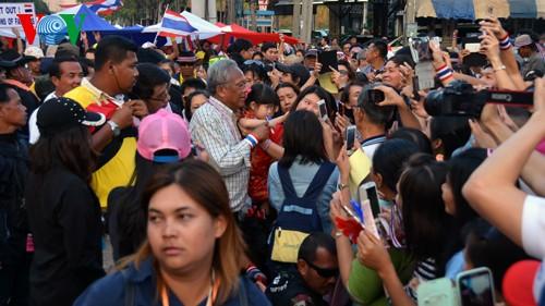 การเลือกตั้งไทยดำเนินไปท่ามกลางความกังวล - ảnh 1