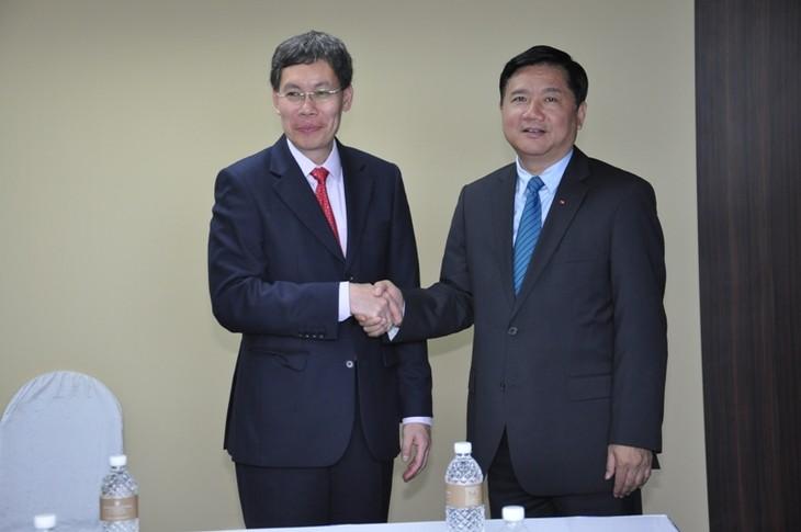 เวียดนามขยายความร่วมมือด้านคมนาคมกับสิงคโปร์และอียู - ảnh 1