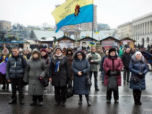 """ประธานาธิบดียูเครนตกลงจัดตั้งรัฐบาล """"ปลอดการเมือง"""" - ảnh 1"""