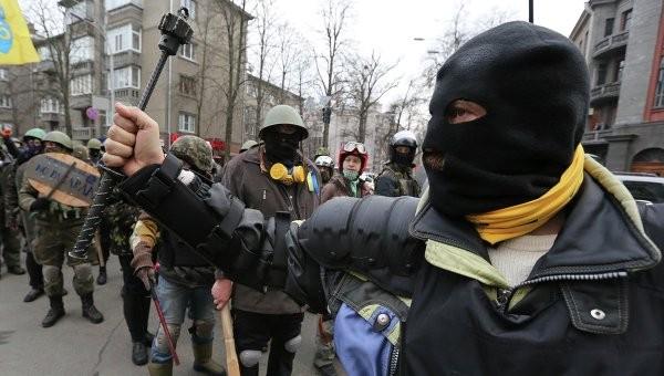 รัฐบาลยูเครนเริ่มบังคับใช้กฎหมายนิรโทษกรรมต่อผู้ชุมนุม - ảnh 1