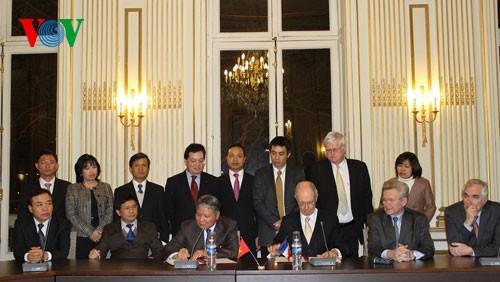 เวียดนามและฝรั่งเศสขยายความร่วมมือในด้านกฎหมายและตุลาการ - ảnh 1