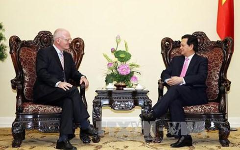 นายกรัฐมนตรีให้การต้อนรับหัวหน้าคณะปฏิบัติงานอียูและเอกอัครราชทูตฮังการี - ảnh 1