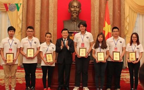 ประเทศชาติให้การต้อนรับเยาวชนเวียดนามที่อาศัยในต่างประเทศ - ảnh 1