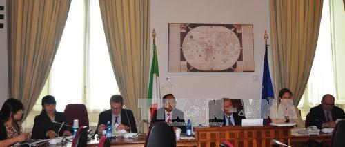 ส.ส.อิตาลีเรียกร้องให้ยุโรปประท้วงพฤติกรรมของจีนในทะเลตะวันออก - ảnh 1