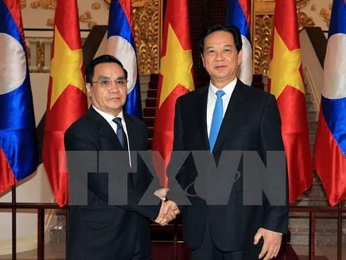 นายกรัฐมนตรีลาวเสร็จสิ้นการเยือนเวียดนามอย่างเป็นทางการ - ảnh 1