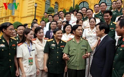 ขยายผลตัวอย่างดีเด่นในกองทัพประชาชนและกองกำลังรักษาความมั่นคงทั่วไป - ảnh 1