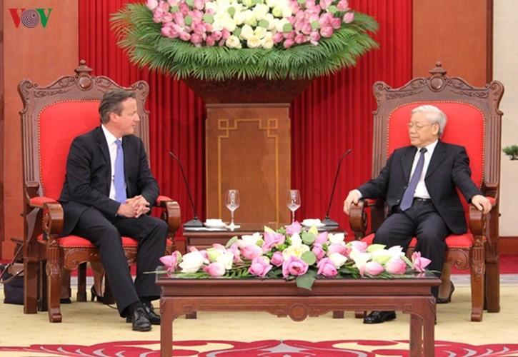 ผู้นำเวียดนามให้การต้อนรับนายกรัฐมนตรีสหราชอาณาจักร - ảnh 1